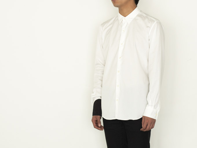 wipe shirt [cuff]