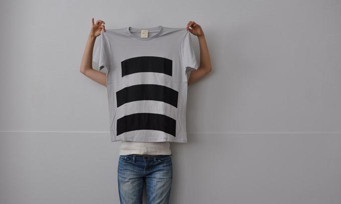 wipe T shirt